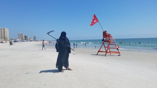 Florida 'Grim Reaper' Protests Beachgoers Again Despite Joining Mass Gatherings Last Month