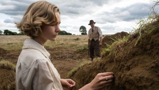 The Dig Trailer: Carey Mulligan & Ralph Fiennes Star in New Netflix Film