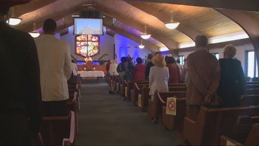 Des Moines Church Welcomes Back Worshipers for Easter Sunday
