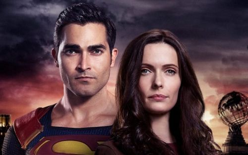 Superman & Lois Sets 90-Minute Premiere as Flash Return Delayed