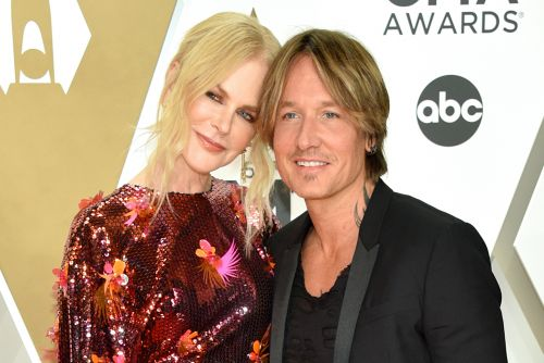 Nicole Kidman gives husband Keith Urban pedicures