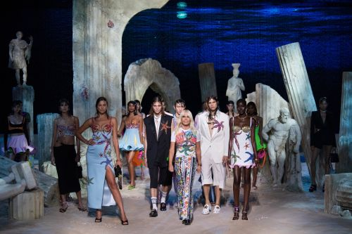 Versace's Inclusion of Curve Models on the Runway Calls For a More Diverse Future