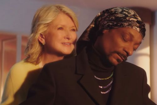 Martha Stewart and Snoop Dogg recreate iconic 'Titanic' scene