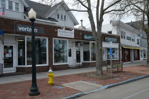 Prematurely-opened Hamptons retailers shuttered by cops