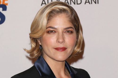 Selma Blair's son helps shave her head amid MS battle