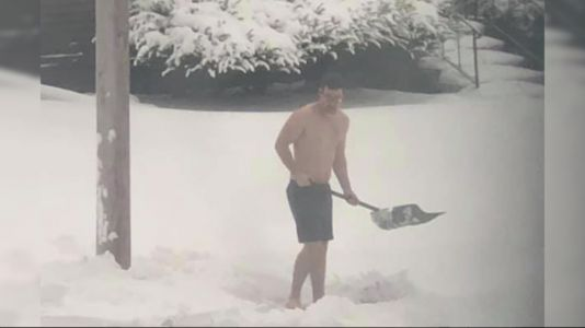 Des Moines Man Who Shovels Snow in Just Shorts Says the Cold Has Health Benefits