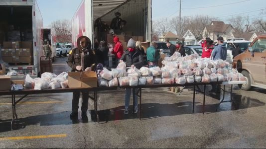 Hundreds of Iowans Turn Out for Grocery Giveway as COVID-19 Pandemic Continues to Drag Down the Economy