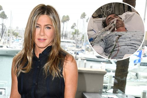 Jennifer Aniston warns of COVID-19 dangers with a photo of friend's battle